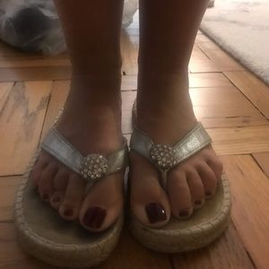 Silver skemo thong flip flop with stone in center